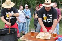 Guláš fest se už počtvrté konal v sobotu v Otnicích. Návštěvníci guláše nejen chutnali, ale i hodnotili.