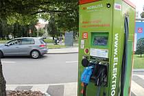 Dobíjecí stanice pro elektromobily v Hodoníně.