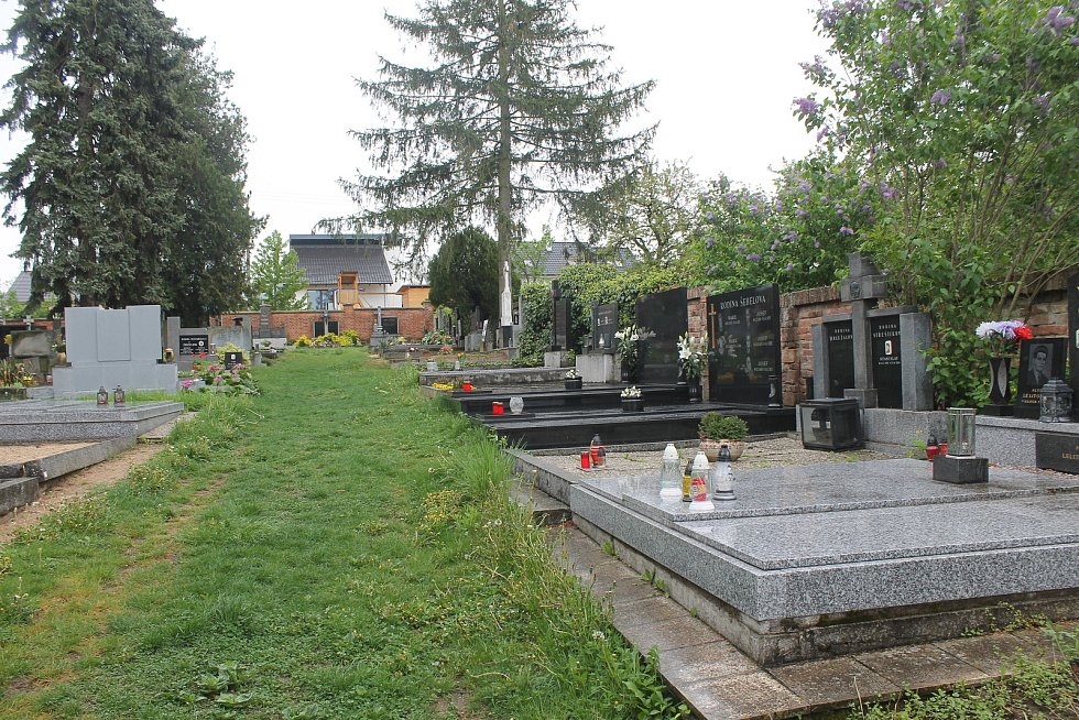 Obecní hřbitov.