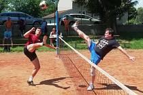 Snímky jsou ze zápasu okresního přeboru nohejbalistů Bučovice A - Holubice B.