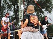 Jedenáctý ročník Rousfestu rockové fanoušky opět nezklamal. Na pódiu se střídaly regionální i celorepublikově známé kapely.