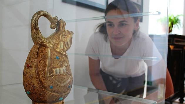 Teprve podruhé můžou Češi vidět výstavu unikátních pokladů z císařské Číny. Po Valticích přišlo na řadu Muzeum Vyškovska.