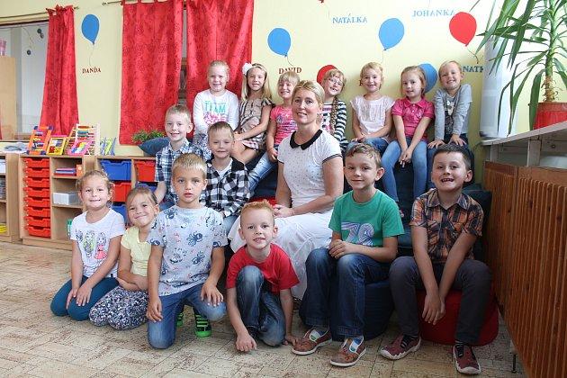 Žáci 1.Aze Základní školy a Mateřské školy Letní pole ve Vyškově spaní učitelkou Petrou Grycovou.