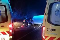 Noční tragická nehoda u Bučovic, při níž zemřeli dva lidé.