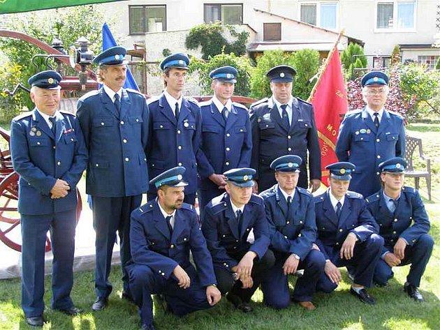 Dobrovolní hasiči v Mouřínově. Archivní snímek.