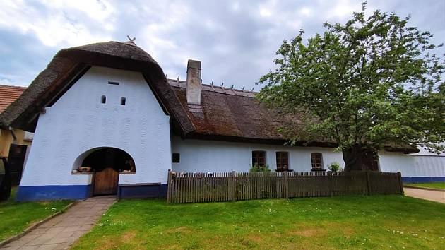 Výlet na Vyškovsko, kdy cílem byly Lysovice, Větrníky, Rostěnice a Bohdalice. Nádherný žudrový dům v Lysovicích.