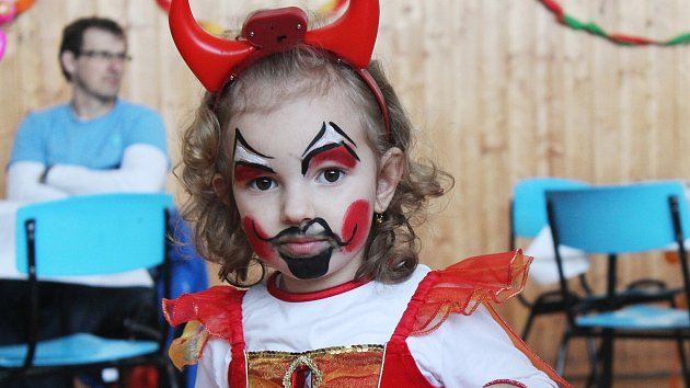 Na dětském karnevalu řádil i dědeček. Chlapec našel inspiraci u svého prarodiče