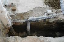 Zatékání vody do stěn i problémy s kanalizací vyřešili zaměstnanci odborné firmy.