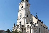 Kostel Nanebevzetí Panny Marie vznikal mezi lety 1464–1496, řadí se do gotického a barokního slohu. Za sebou už má padesát oprav.