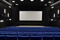 Interiér modernizovaného velkého sálu kina Sokolský dům.