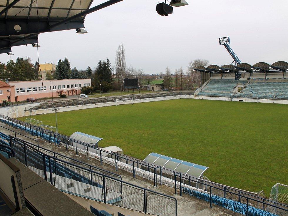 """Fotbalový stadion v Drnovicích byl podle místostarosty vesnice Jiřího Dvořáka ještě před patnácti lety skvostem. """"Zato dnes? Co k tomu říct?"""" krčí rameny Dvořák."""