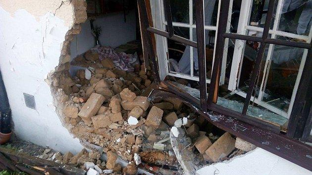 Řidič naboural do domu vRuprechtově.