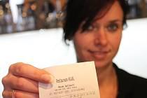 Povinnost vydávat účtenky mají všechna pohostinská, stravovací a ubytovací zařízení. V opačném případě jim hrozí až půlmilionová pokuta.