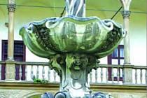 Manýristická kašna je dominantou nádvoří renesančního zámku v Bučovicích.