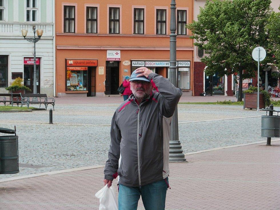 Sílný vítr dělal během čtvrtku problémy i ve Vyškově.