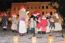 Koncertem ve středu odpoledne zavzpomínal dětský folklorní soubor Klebetníček z Vyškova na zesnulého bývalého prezidenta Václava Havla.