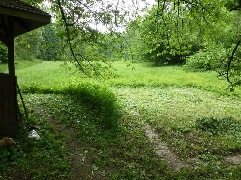 Zaniklá středověká vesnice Konůvky.