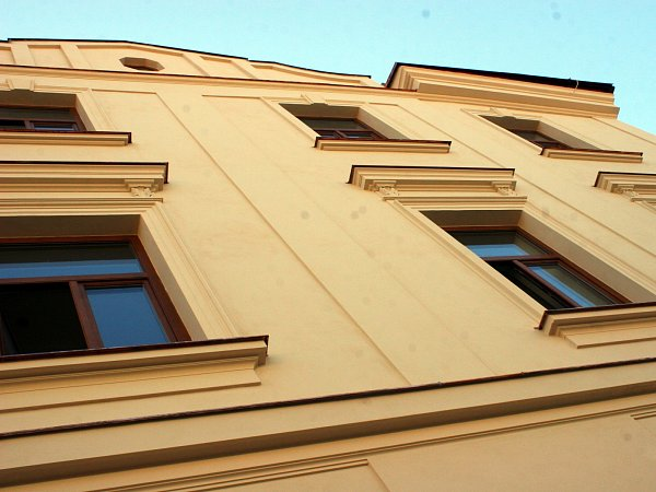 Omítka otlučená až na cihly, vymlácená okna. Tak před časem vypadal Greplův dům, který město koupilo vroce 2008za patnáct milionů. Teď jeho rekonstrukce končí. Brzy poslouží lidem.