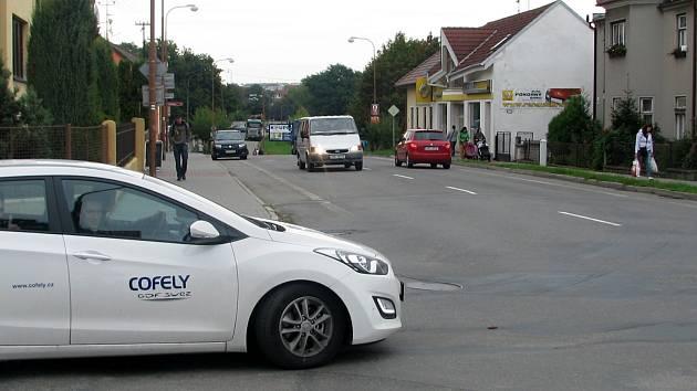 Problematické místo na křížení Purkyňovy ulice a ulice na Hraničkách.