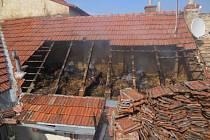 Hasiči likvidovali požár domu v Němčanech.