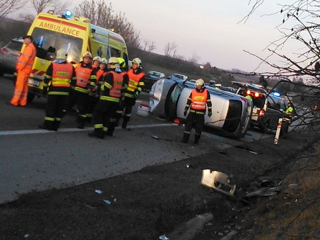Nedělní nehoda na 218. kilometru ve směru od Brna na Ostravu na hodinu zablokovala dálnici D1.