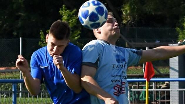 Béčko Městského fotbalového klubu Vyškov (světlé dresy) zavítalo na hřiště vedoucího týmu B skupiny I. A třídy Moravanu Lednice. Po vyrovnaném boji Vyškovští prohráli těsně 1:2.