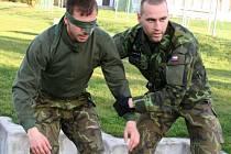 Ze začátku týdne bez osobních věcí, ke konci závodu už jen se zbytky energie bojovali čeští i zahraniční vojáci o co nejlepší umístění na mezinárodním mistrovství Armády České republiky Summer Survivalu 2012.