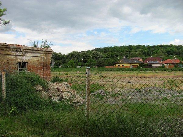 Kaunicův dvůr má nedaleko slavkovského koupaliště nabídnout až 80bytů.