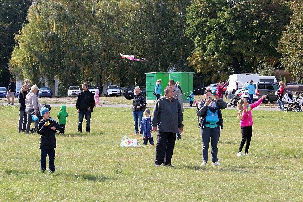 Na letiště ve Vyškově vyrazí v sobotu znovu rodiče s dětmi na tradiční Drakiádu.