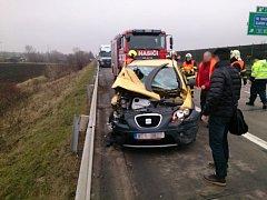 Dálnici u Holubic blokovala nehoda šesti aut.