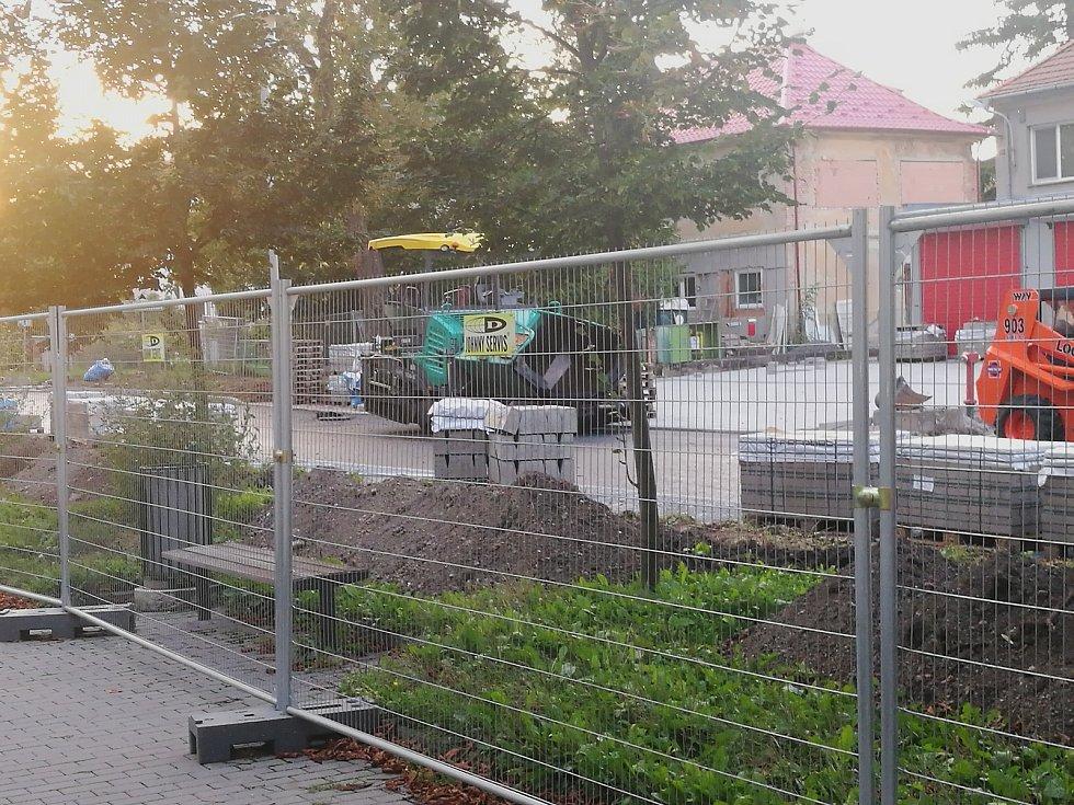 Práce v ulici Malinovského.