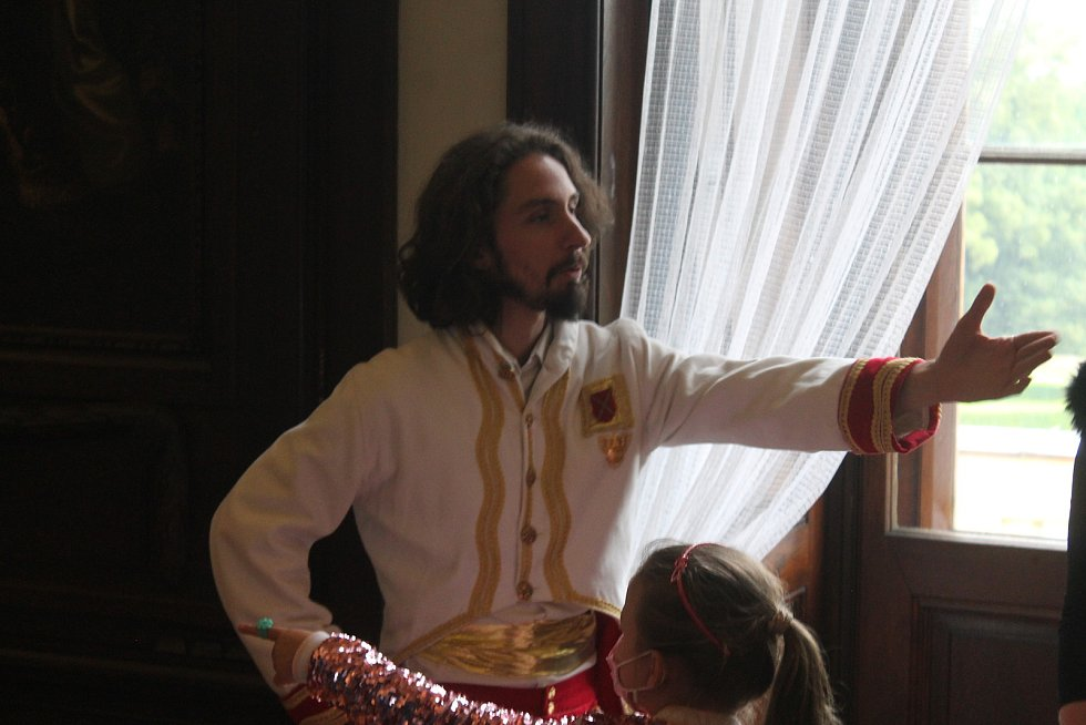 Přípravu netradiční prohlídky má na starosti tým průvodců Zámku Slavkov. Výstupy si sami nacvičují, připravují si i kostýmy a vizáž.