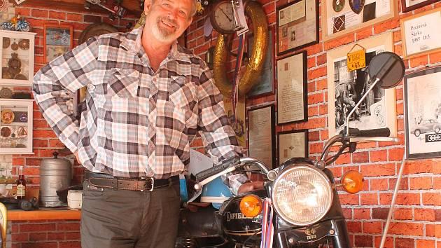 Petr Pecina se věnuje motorkám už od šestnácti let.