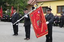 Nejrůznější hasičské prapory mohli vidět lidé v sobotu v Hodějicích.