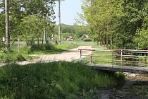 Pohled na bývalý příjezd k zahrádkářské kolonii v Dědicích.