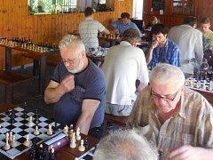 Šachisté z Vyškova a okolí udělali tečku za sezonou na zahrádce u hotelu Dukla tradičním turnajem Nečasovky.
