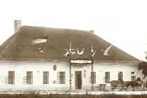 Zájezdní hostinec Pindulka v době archeologické výstavy roku 1907