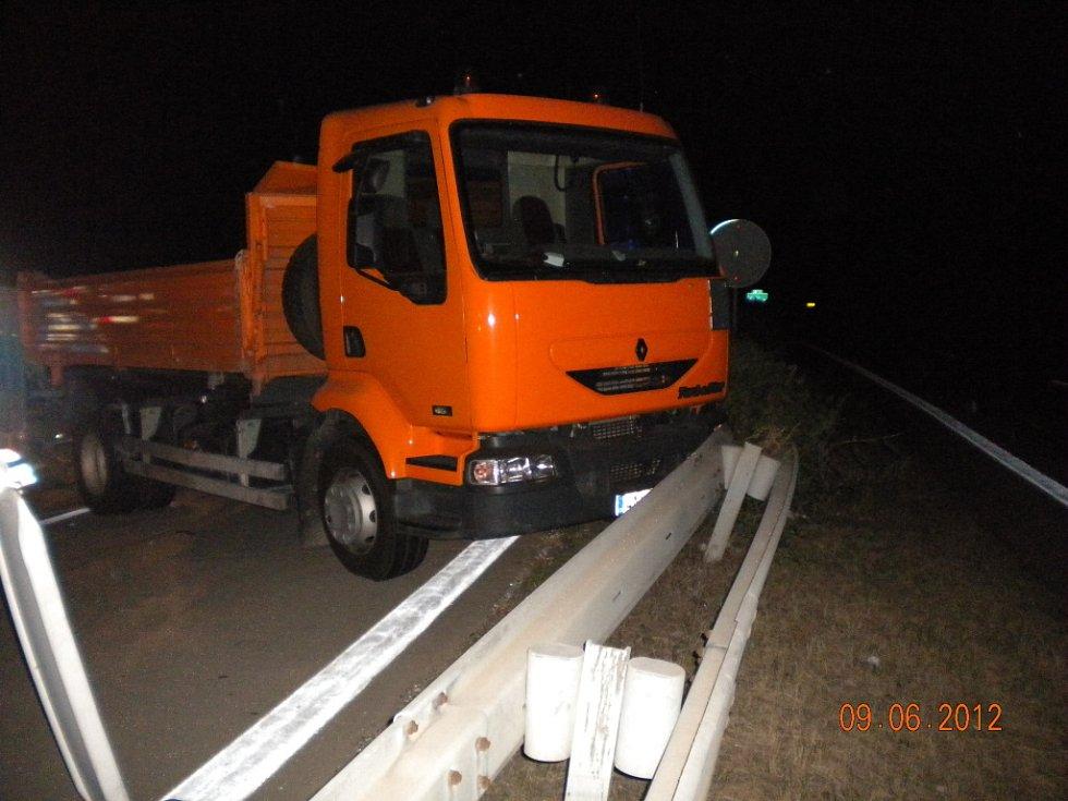 Nehoda kamionu na dálnici D1 u Rousínova na Vyškovsku.