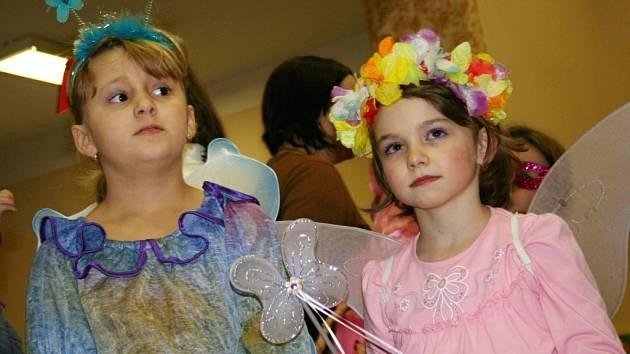 Děti i dospělí z rousínovské místní části Rousínovec se sešli v sále místního spolku Svornost, kde se konal maškarní ples.