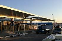 Práce na přestavbě autobusového nádraží ve Vyškově pokračují.