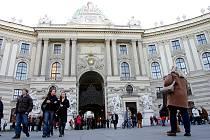 Hofburg je hojně navštěvovaným místem ve Vídni.Jde o  palácový komplex v centru Vídně, do roku 1918 byl rezidencí habsburských a habsbursko-lotrinských panovníků.