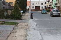 Rozkopané chodníky v Květné ulici