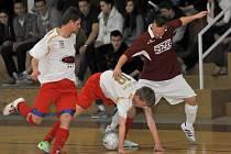 Futsalový Amor v minulé sezoně dokázal na vlastní palubovce dravou kvalitu Jeseníku otupit a zvítězil s čistým kontem (na snímku). V zítřejším zápase proti stejnému soupeři by se rád s podporou zaplněné tribuny pokusil o něco podobného.