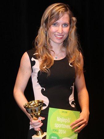 Mladá atletka AHA Vyškov Eva Šenková letos získala sjuniorským družstvem Olympu Brno titul mistryně republiky.