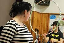 Co všechno lze procvičit žonglováním, poznali účastníci sobotních Kejklí ve vyškovském Majáku.