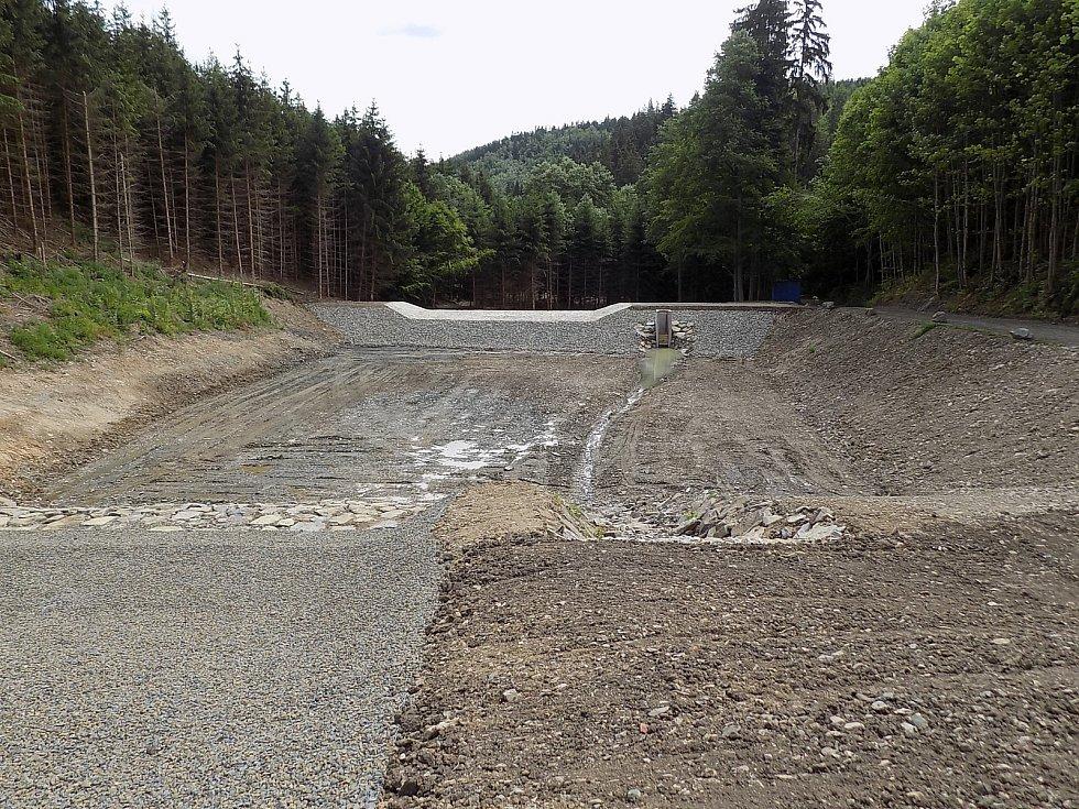 Vojenské lesy a statky se pustily do výstavby a obnovy rybníků. Na snímku rybníky Sedlákova louka.