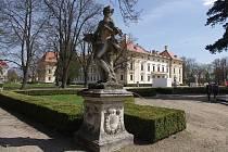Slavkovský zámek už zve do svých expozic.