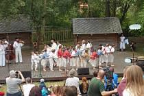 Folklorní soubor Ondrášek z Frýdku-Místku při vystoupení ve Strážnici zaujal.