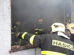 Zásah záchranářů po výbuchu v paskovské celnici.