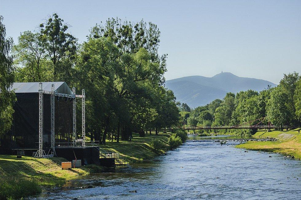 Zahájení Sweetsen festu se letos koná u řeky Ostravice ve Frýdku-Místku.